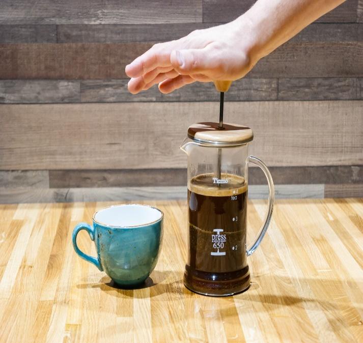 Подождите 5 минут, чтобы кофе как следует настоялся